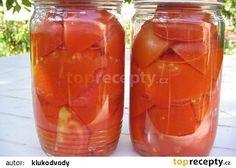 Sterilovaná rajčata -Čerstvá rajská jablíčka pečlivě opereme, raději dvakrát. Podle velikosti nakrájíme na poloviny nebo čtvrtky a naskládáme, nebojíme se přitlačit, do čistých sklenic a zavíčkujeme. Nepoužívám vůbec žádné přísady ani nálevy. Sterilujeme na 90°C 30 minut. Takto upravená rajčara se po otevření dají velmi snadno oloupat a můžete je díky přírodní chuti použít na přípravu čehokoliv.Dole bezva diskuse a rady: Podobně jako rajčata dělám i směs rajče-paprika-cibule (do směsi na špaget Live Probiotics, Czech Recipes, Home Canning, Fermented Foods, Marmalade, Preserves, Pickles, Mason Jars, Food And Drink