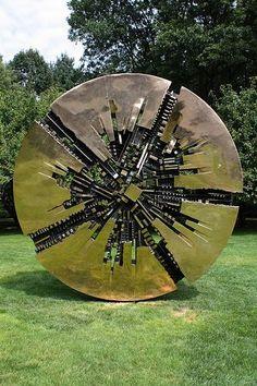Arnaldo Pomodoro - Il Grande Disco Donald M. Kendall Sculpture ...
