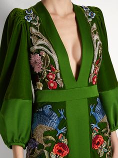 Deep V-neck embroidered velvet gown Alexander McQueen FR Fashion Details, Look Fashion, High Fashion, Womens Fashion, Fashion Design, Couture Details, Fashion Tips, Green Velvet Dress, Velvet Gown