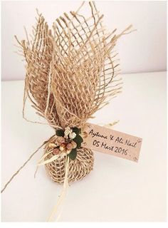 cookies for wedding favors Wedding Candy, Wedding Favours, Diy Wedding, Wedding Ideas, Wedding Gift Wrapping, Wedding Gifts For Guests, Lavender Bags, Sophisticated Wedding, Diy Gift Box
