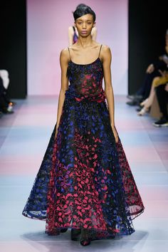 Armani Privé Spring 2020 Couture Fashion Show - Armani Privé Spring 2020 Couture Collection – Vogue - Style Couture, Couture Fashion, Runway Fashion, Street Fashion, Armani Prive, Daily Fashion, Fashion Show, Winter Typ, Collection Couture