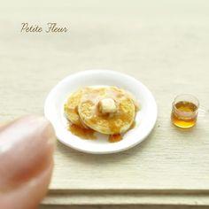 パンケーキにシロップをかけました。  #ミニチュア#ミニチュアフード#ミニチュアスイーツ#ドールハウス#パンケーキ #ホットケーキ #フェイクフード#手作り #ハンドメイド#製作中#粘土#クレイクラフト#miniature#dollhouse #miniaturefood #miniaturesweets #pancakes #hotcakes #handmade #tiny #clay #claycreations #fakefood #fakesweets