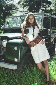 defenderladies: Land Rover Series et femme en robe blanche