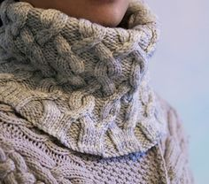Polonaise is a cozy cabled cowl. The slightly flared bottom edge sits nicely around the collar to keep chill out. Three sizes are given; it can either be worked as a single-skein project or as an extravagant double loop cowl. Knit Cowl, Knit Crochet, Weaving Patterns, Knitting Patterns, Neck Scarves, Yarn Needle, Merino Wool Blanket, Knitting Projects, Cowl Neck