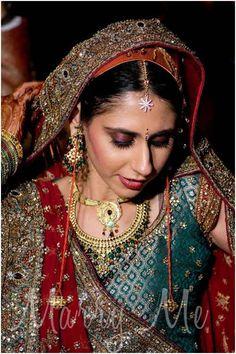 100 Most Beautiful Indian Bridal Makeup Looks - Dulhan Images Indian Bridal Makeup, Bridal Makeup Looks, Asian Bridal, Bridal Hair And Makeup, Bridal Looks, Bride Makeup, Bridal Bun, Wedding Makeup, Punjabi Wedding