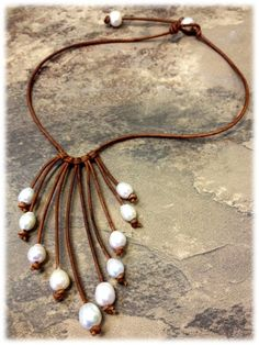 Leather and Pearl Necklace NahmFon por AdiDesigns en Etsy