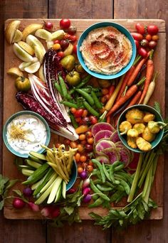 How To Assemble a Gorgeous Crudité Platter from http://www.whatsgabycooking.com (/whatsgabycookin/)