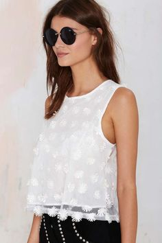 Cute white daisy top.