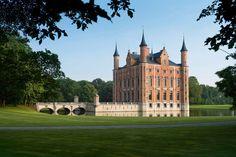 Ponen a la venta el castillo belga Kasteel van Olsene por 25 millones de euros - https://arquitecturaideal.com/ponen-la-venta-castillo-belga-kasteel-van-olsene-25-millones-euros/