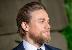 Triple Frontier Star Charlie Hunnam Frequently Practices Yoga With This Sons Of Anarchy Co-Star Goatee Beard, Beard Haircut, Beard Fade, Red Beard, Beard Styles For Men, Hair And Beard Styles, Short Beard Styles, Mel Gibson Beard, Paul Mccartney Beard
