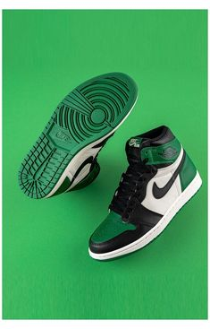 Dr Shoes, Nike Air Shoes, Hype Shoes, Sneakers Nike, Sneakers Fashion, Green Nike Shoes, Nike Socks, Sneakers Design, Green Sneakers