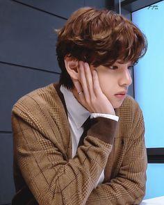 Whatsapp Theme, Satsuriku No Tenshi, V Taehyung, Bts Korea, Poses, Album Bts, Daegu, Record Producer, South Korean Boy Band