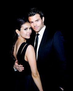 Nina Dobrev(Elena/Katarina) and Daniel Gillies(Elijah) on TVD❤ Paul Vampire Diaries, Vampire Diaries Funny, Vampire Diaries The Originals, Daniel Gillies, Nina Dobrev, Saga, Funny Photos Of People, Vampier Diaries, Movie Couples