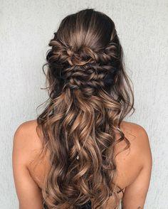 Opção de cabelo meio preso romântico #messyhair #penteado #penteados #inspiração Bride Hairstyles, Pretty Hairstyles, Easy Hairstyles, Hair Affair, Belleza Natural, Balayage Hair, Gorgeous Hair, Prom Hair, Hair Inspiration