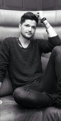 Danny O'Donoghue -- an amazing voice and a great sense of style. Gotta love The Script Danny The Script, Danny O'donoghue, Daniel Johns, Pop Rock, Band Pictures, One Republic, Matthew Gray Gubler, Pop Bands, Good Music