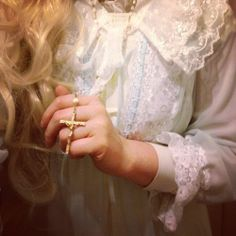 Find images and videos about girl, love and vintage on We Heart It - the app to get lost in what you love. Angel Aesthetic, White Aesthetic, Flowers In The Attic, Carrie White, Princess Aesthetic, Emblem, Ethereal, Retro, Harry Potter