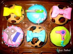 Cosmetology cupcakes! Wanna do this for @Sara Eriksson McGarvey