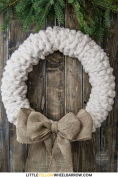 Make this rustic wreath in less than 30 minutes without any tools! We show you the quick step by step process to make a chunky knit wreath for your winter decorating. Add a bit of farmhouse charm to your holiday decorations. Felt Wreath, Wreath Crafts, Diy Wreath, Door Wreaths, Tulle Wreath, Burlap Wreaths, Wreath Ideas, Ribbon Wreaths, Burlap Wrapped Wreath
