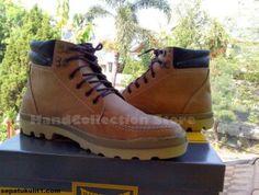 Kami menjual sepatu gaul untuk anda para anak muda baik pria maupun wanita. Pilih modelnya, kami buatkan sepatunya. Ini contohnya >>> Kode Sepatu: R38 >>> Rp 455.000 >>> Sepatu Pria Model Ankle Boot >>> Bahan Kulit Sapi Asli >>> Warna Coklat.