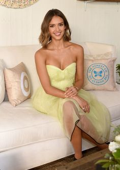 Jessica Alba's free-flowing lob. See 9 other celebrities whose spring beauty looks killed it.