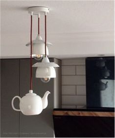 30 Kitchen lighting design tips for the summer season that are modern yet timeless - Hike n Dip Remodel your kitchen with cool lights. Check out best Kitchen Lighting ideas for your home. These are the best Kitchen lighting design tips, tricks & DIYs. Best Kitchen Lighting, Kitchen Lighting Design, Modern Lighting Design, Rustic Lighting, Home Lighting, Lighting Ideas, Pendant Lighting, Deco Originale, Furniture Restoration