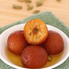 Gulab Jamun with Gits Ready Mix - Instant Gulab Jamun Stuffed with Pistachio - Step by Step Photo Recipe Milk Powder Gulab Jamun Recipe, Milk Powder Recipe, Indian Dessert Recipes, Indian Sweets, Milk Recipes, Cooking Recipes, Cooking Tips, Diwali Food, Gourmet