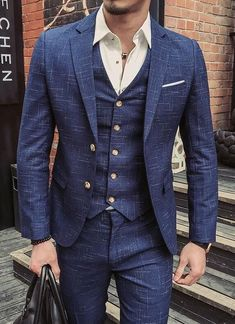 men outfits - Let's keep it classy gentleman in this casual blue three piece linen suit with golden buttons and a white open collared shirt mensfashion suits menssuits bespoke wedding dapper gentlemanstyle mensguides giorgentiweddings menswear menstyle Linen Suits For Men, Mens Suits, Blue Linen Suit, Three Piece Suit, 3 Piece Suits, Designer Suits For Men, Suit Pattern, Elegant Man, Wedding Suits