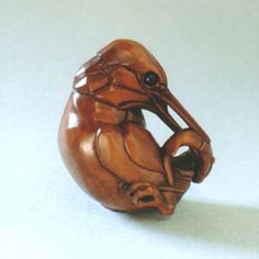 kingfisher  boxwood and water-buffalo horn  3.9cm  year carved: 1996