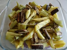 Merhabalar dostlarım. Pratik, lezzetli ama sağlıklı bir kızartmaya ne dersiniz... FIRINDA KIZARTMA Malzemeler: 3 adet iri patates ...