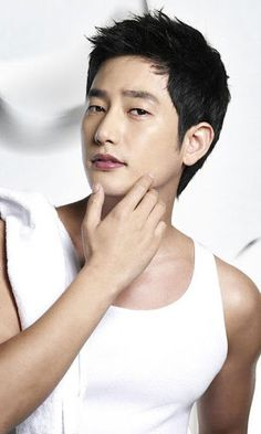 South Korean superstar wallpaper for android application.<br>Name: Park Si-Hoo/Park Shi Hoo/Park Si-Hu<br>Hangul: 박시후<br>Hanja: 朴施厚<br>Birthdate: April 3, 1976<br>Birthplace: South Korea<br>Height: 182cm.<p>tPark Shi Hoo is a South Korean actor. He began his entertainment career as an underwear modeland stage actor, then made his official television debut in 2005. After several years in supporting roles, Park rose to fame in 2010 with the popular romantic comedy series Queen of Reversals and…
