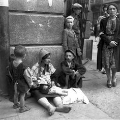 Women with baby (& possibly 4 other children) begging, Warsaw Ghetto, picture by Heinz Joest, a German soldier who took photographs for his birthday 19/09/1941