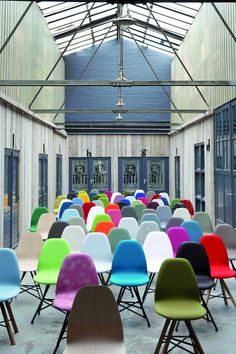 Spoinq , a new Dutch furniture brand, presents itself during Inside Design Amsterdam. Colorful Chairs, Cool Chairs, Interior Architecture, Interior And Exterior, Interior Design, Bauhaus, Amsterdam, Chair Pictures, Love Chair