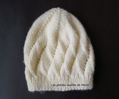 Les petites mailles de Marie: Bonnet (0-1 mois/3 mois) au point d'écailles Tricot Baby, Beret, Crochet Projects, Knitted Hats, Knit Crochet, Crochet Patterns, Beanie, Knitting, Bb