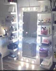 Cute Bedroom Decor, Bedroom Decor For Teen Girls, Teen Room Decor, Room Ideas Bedroom, Small Bedroom Inspiration, Dressing Room Decor, Beauty Room Decor, Study Room Decor, Aesthetic Room Decor