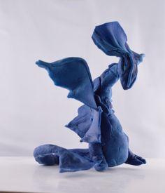 figurine Dragon bleu en porcelaine froide  , environ 12 cm . Dragon Bleu, Dragons, Figurine Dragon, Cold Porcelain, Kites