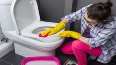 Dryer sheets aren't just for laundry. Here are 11 other surprising uses - innonew Self Cleaning Toilet, Borax Cleaning, Bathroom Cleaning, Deep Cleaning, Cleaning Hacks, Toto Toilet, Toilet Bowl, Shower Taps, Small Toilet
