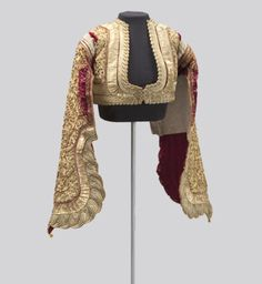 Jacket, Corfu Greece, Short, fitted jackets were fashionable for men and women in century Greece. Embroidering with metal thread is a long tradition in Greece that was profoundly influenced by centuries of Ottoman rule. Costume Tribal, Folk Costume, Costumes, Historical Costume, Historical Clothing, Vintage Outfits, Vintage Fashion, Larp, Fashion History