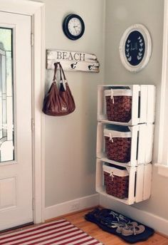 Cool DIY Ways To Decorate Your Entryway Crates and Baskets Entry Storage Shelf -Top 10 DIY Shelves Ideas!Crates and Baskets Entry Storage Shelf -Top 10 DIY Shelves Ideas! Decor, Home Diy, Diy Shelves, Home Organization, Sweet Home, Family Room Walls, Interior, Room Wall Colors, Home Deco