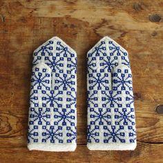 ラトビア手編み手袋(レディース)裏地付 snowflake blue