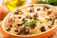 Что может быть проще и вкуснее картофельной запеканки с курицей и грибами? Если вы пришли с работы уставшим, а готовить ужин надо, тогда этот рецепт вас точно выручит. Запеканка получится нежная, сытная и сочная, а сверху будет красоваться аппетитная корочка сыра и грибов.