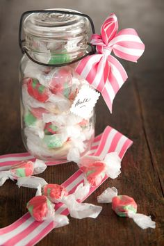 I love taffy and Paula Deen has a great one here . it is fun to have a taffy pull on a cold winters night Homemade Candies, Homemade Gifts, Homemade Taffy, Christmas Candy, Christmas Treats, Christmas Goodies, Christmas Desserts, Taffy Recipe, Candy Cookies