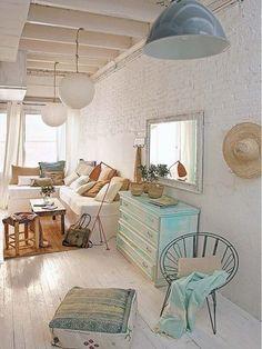 Esta #casa tiene la decoración más fresh. Salón con muebles de obra. #salon