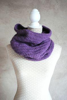 Snood, tour de cou laine réalisé au crochet laine : Echarpe, foulard, cravate par lescreationsdegaellehttp://www.alittlemarket.com/echarpe-foulard-cravate/fr_snood_tour_de_cou_laine_realise_au_crochet_laine_-11726465.html