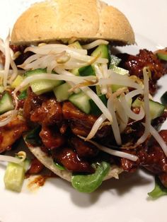 Hot chicken soy sauce on a bun - day - Gezond eten - Heerlijke meal Sweet Potato Breakfast, Breakfast Recipes, Dinner Recipes, Chicken Pasta Salad Recipes, Healthy Salad Recipes, Masala Sauce, Healthy Oatmeal Cookies, Veggie Lasagna, Spinach And Feta