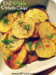 I LOVE making homemade potato chips, and dill pickle is my absolute favourite! This homemade potato chip recipe is not only healthier than the bags of chips you'll find in stores, but it's also really easy and quick to make a batch of this snack! Vegan Snacks, Healthy Snacks, Healthy Eating, Vegan Meals, Vegan Foods, Dill Pickle Potato Chips Recipe, Whole Food Recipes, Cooking Recipes, Snack Recipes