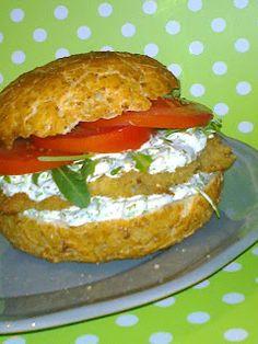 Agi Kuchnia Smaku: DOMOWY FISHBURGER / BURGER RYBNY Z SOSEM SEROWYM