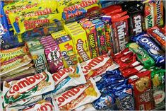 Tasty! Here a funny video on us tasting american snacks! #americansoda #americasnacks #tasty #yummy #food #tasting #base_due #americanfood #choccolate #chips #candy #cheetos #reeses #m&ms