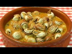 Caracoles en salsa receta fácil - YouTube