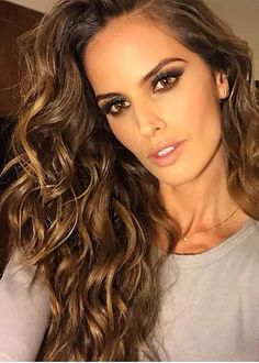Iza Goulart hair brown