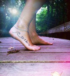 tatouage cheville femme let it be